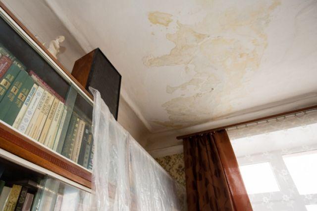 ГЖИ проверила жалобы оренбуржцев на протекающие крыши.