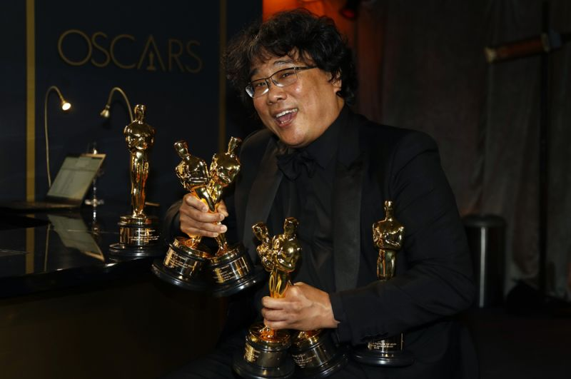 Лучший фильм, лучший иностранный фильм, лучший режиссер и лучший оригинальный сценарий: Пон Джун-хо, «Паразиты».