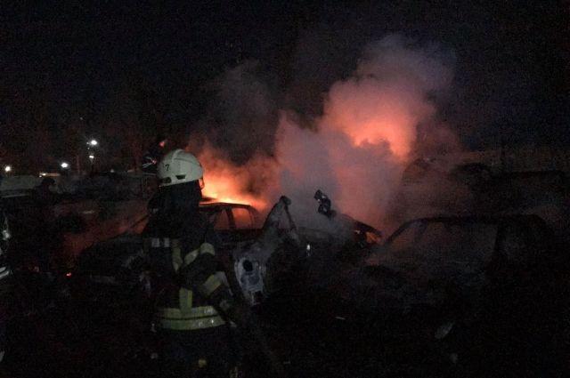 На штрафплощадке в Одессе сгорели 20 автомобилей
