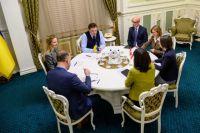 Гончарук обсудил с послом Канады упрощение визового режима