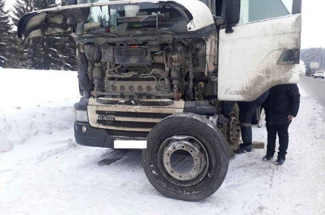 Грузовик столкнулся  с автомобилем Kia, за рулём которого находился 20-летний молодой человек.