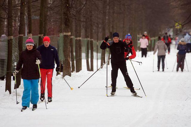 Подробная информация о графике работы лыжных трасс ипунктов проката представлена насайтах парков.