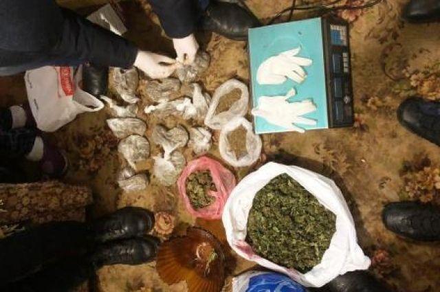 В Кривом Роге задержаны четверо граждан за незаконное хранение наркотиков