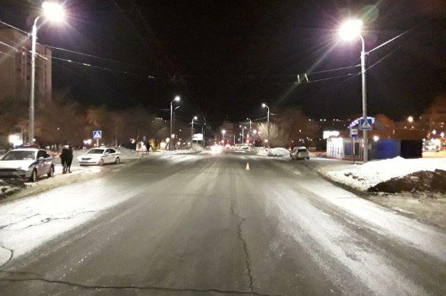 В Оренбурге водитель сбил подростка и уехал с места ДТП.