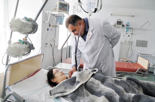 Заключать договоры на внешние услуги, необходимые прикреплённому населению, – обязанность поликлиники.