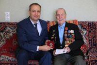 102-летнему ветерану вручили медаль в честь 75-летия Великой Победы