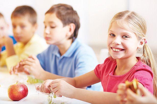 С 1 сентября начальную школу будут кормить бесплатно.