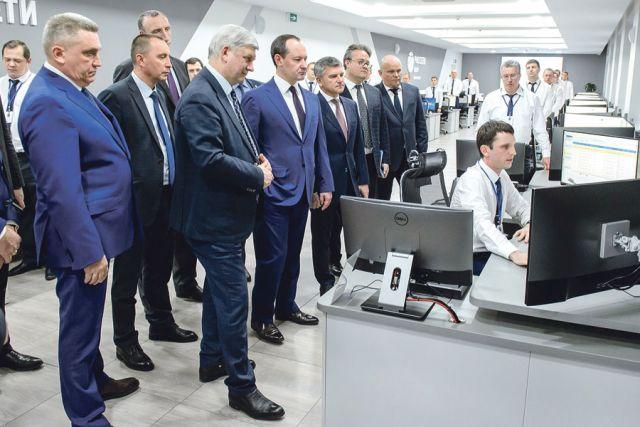 Гости ознакомились с работой  Центра управления сетями.