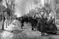 Бойцы Красной армии входят в Краснодар, 1943 год.