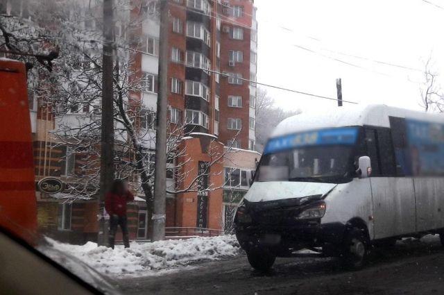 В Полтаве маршртука протаранила троллейбус: пострадали пассажиры