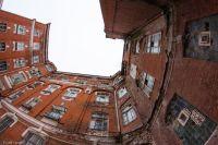 Вместо аварийного жилья людям обещают квартиры в новостройках.
