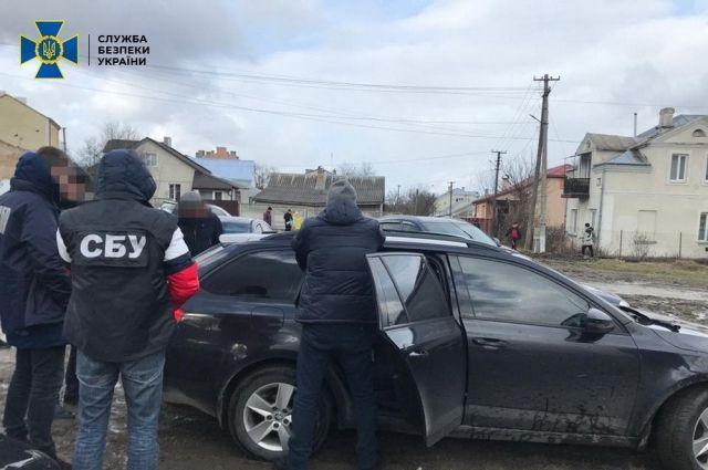 Во Львовской области полицейских подозревают в сбыте наркотиков