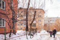 Пятиэтажку на Кошурникова действительно нельзя назвать запущенной и «ветхой», жильцы трепетно заботятся о своём доме.