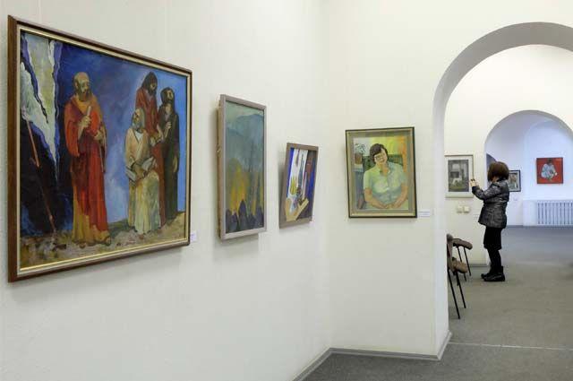 Выставка памяти Леонида Плесовских проходит в Доме художника.