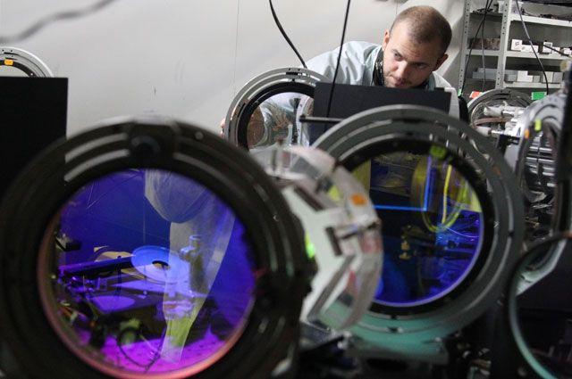 Фантастика стала реальностью: российские учёные из Нижнего Новгорода создали сверхмощный лазер, превосходящий по силе гиперболоид инженера Гарина, который описал в своём фантастическом романе Алексей Толстой.