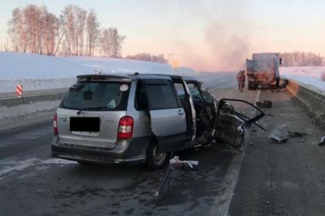 «Мазда» погибшей врезалась в попутный грузовик «Урал»
