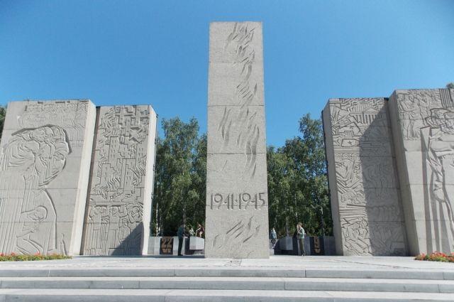 Добавлять новые фамилии на пилоны Монумента Славы нельзя.