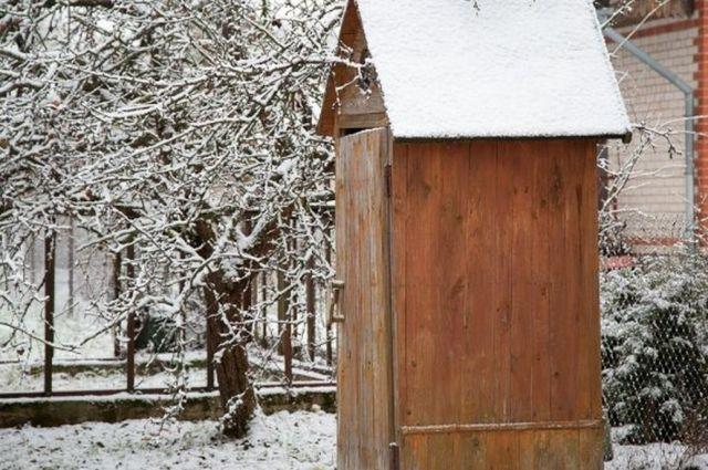 В Днепропетровской области 17-летняя девушка родила в уличном туалете
