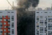 Строители развели костер, напугав черным дымом тюменцев