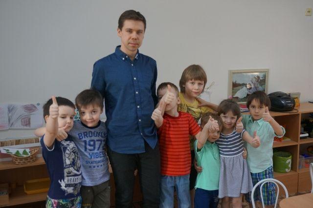 Евгений Пепеляев со своими детьми.