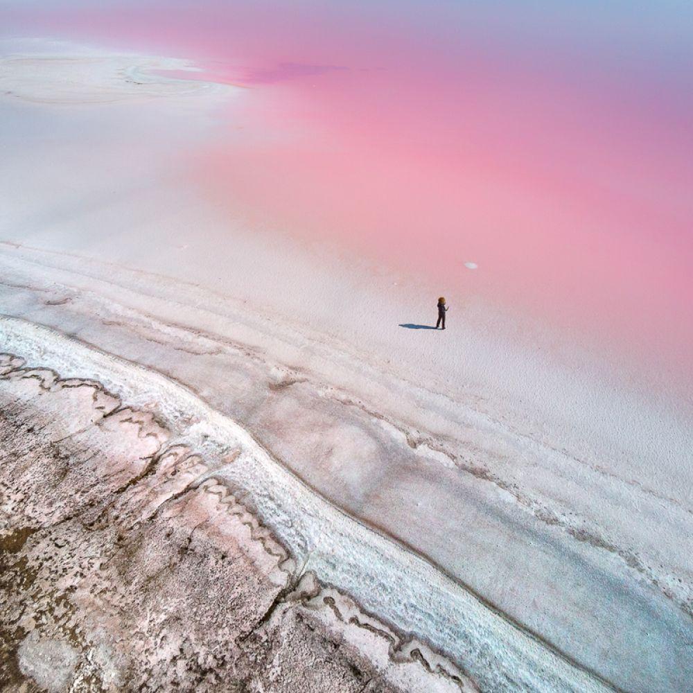 Розовые соляные озера в Херсонской области на Украине.