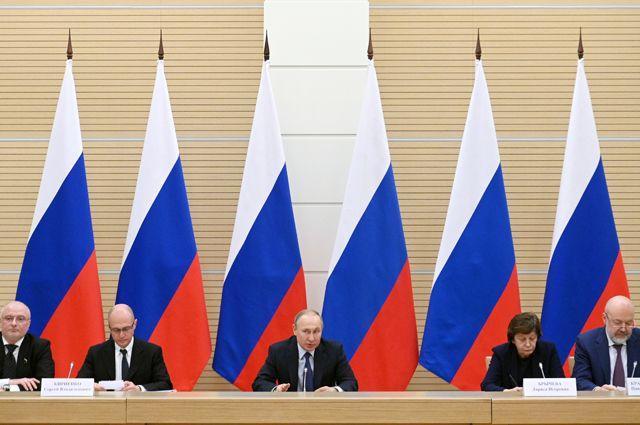Президент РФ Владимир Путин проводит встречу с рабочей группой по подготовке предложений о внесении поправок в Конституцию Российской Федерации.