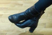 Объявление с просьбой не стучать так громко каблуками по лестнице появилось в одном из новосибирских подъездов.