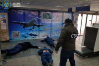 В аэропорту Херсона таможенников задержали за систематические взятки