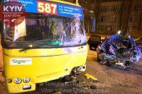В Киеве произошло ДТП при участии маршрутки: есть пострадавшие