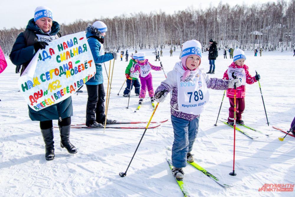 Не все малыши отправились покорять дистанцию в пять километров - некоторым хватило проехать пару сотен метров, и это стало их маленькой персональной победой