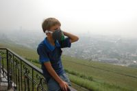 В начале февраля столицу края окутали дымка и туман, жители жаловались на запах гари в воздухе.