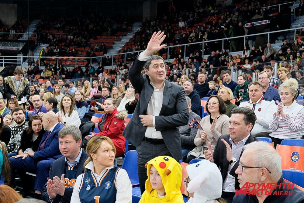 На матч пришёл губернатор Прикамья Дмитрий Махонин.