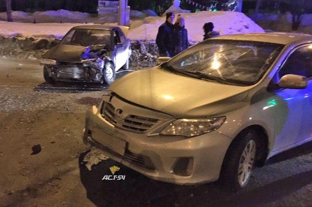В аварии пострадала девушка, сидевшая в Honda.