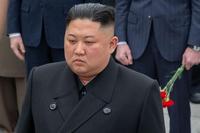 Ким Чен Ын почтил память отца в День сияющей звезды photo