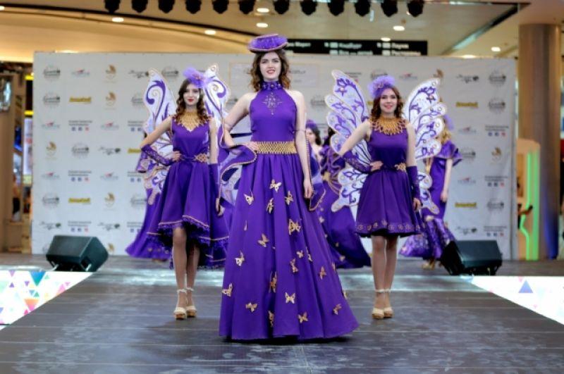 Участницам оригинального театра моды «Любавушка» по 13-18 лет.
