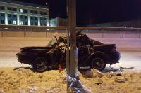 В Новом Уренгое погиб водитель иномарки, въехавший в опору ЛЭП