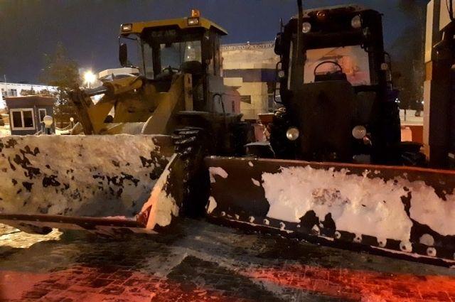 Тюменским УК напомнили основные правила уборки снега во дворах