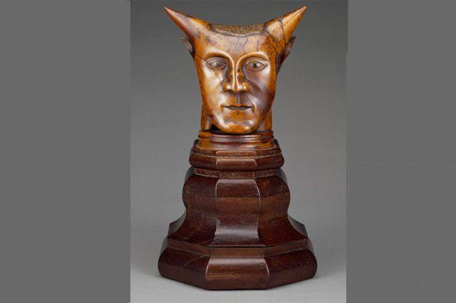 Скульптура «Голова с рогами», авторство которой приписывалось Полю Гогену.