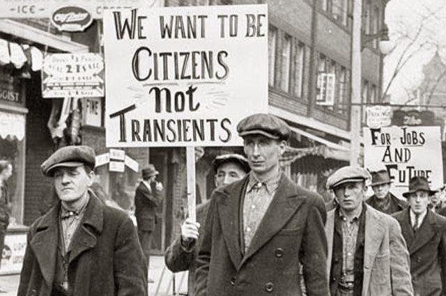 Марш безработных в Торонто.
