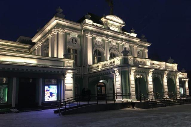 16 лет проработал в Омском театре драмы Сергей Сизых.