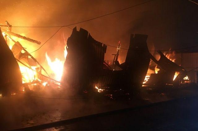 В Киевской области сгорел ангар деревообрабатывающего цеха: детали
