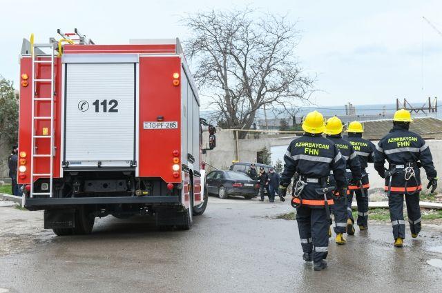 Пожарные ликвидировали возгорание в ТЦ в Баку