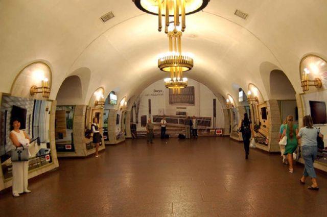 В Киеве начались работы по ремонту эскалаторов на центральной станции