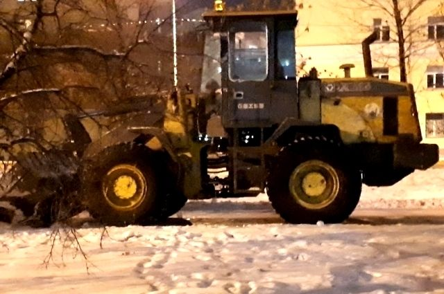 Для уборки дорог в Салехард поступят 15 единиц спецтехники