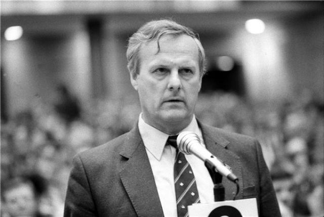 Анатолий Собчак стал мэром Ленинграда в 1991 году. Этот пост он занимал до 1996 года.