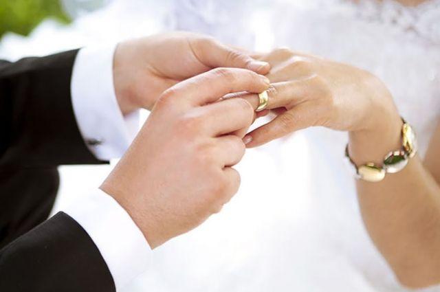 Нотариусы смогут регистрировать браки и разводы в любой день: детали