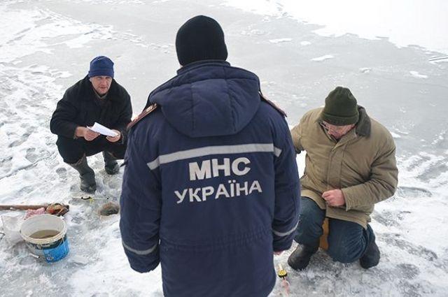 В Харьковской области пятеро рыбаков провалились под лед