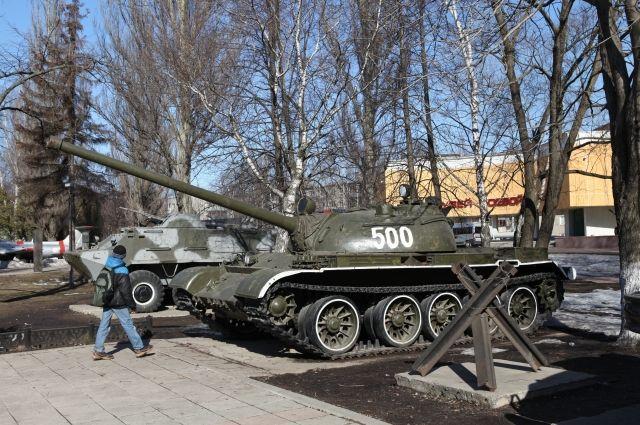На территории музея находится техника различных военных периодов.
