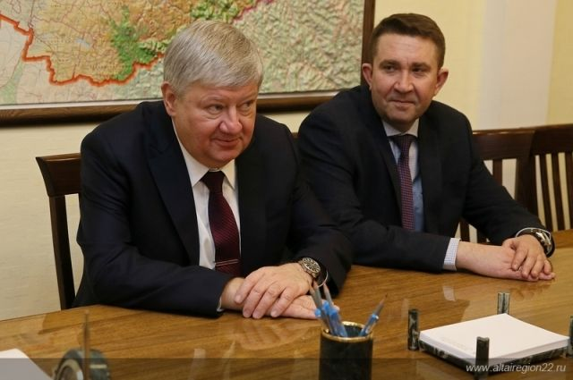 Дмитрий Проказин (слева)
