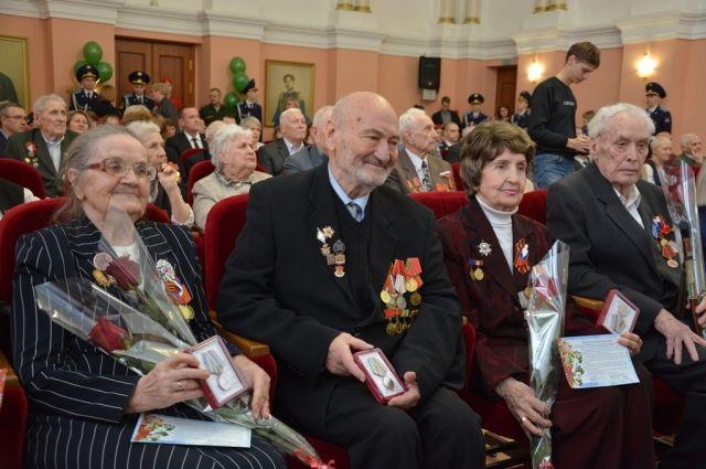 Почетными гостями мероприятия в администрации города стали 50 человек.